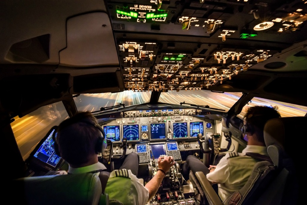 study to be a commercial airplane pilot